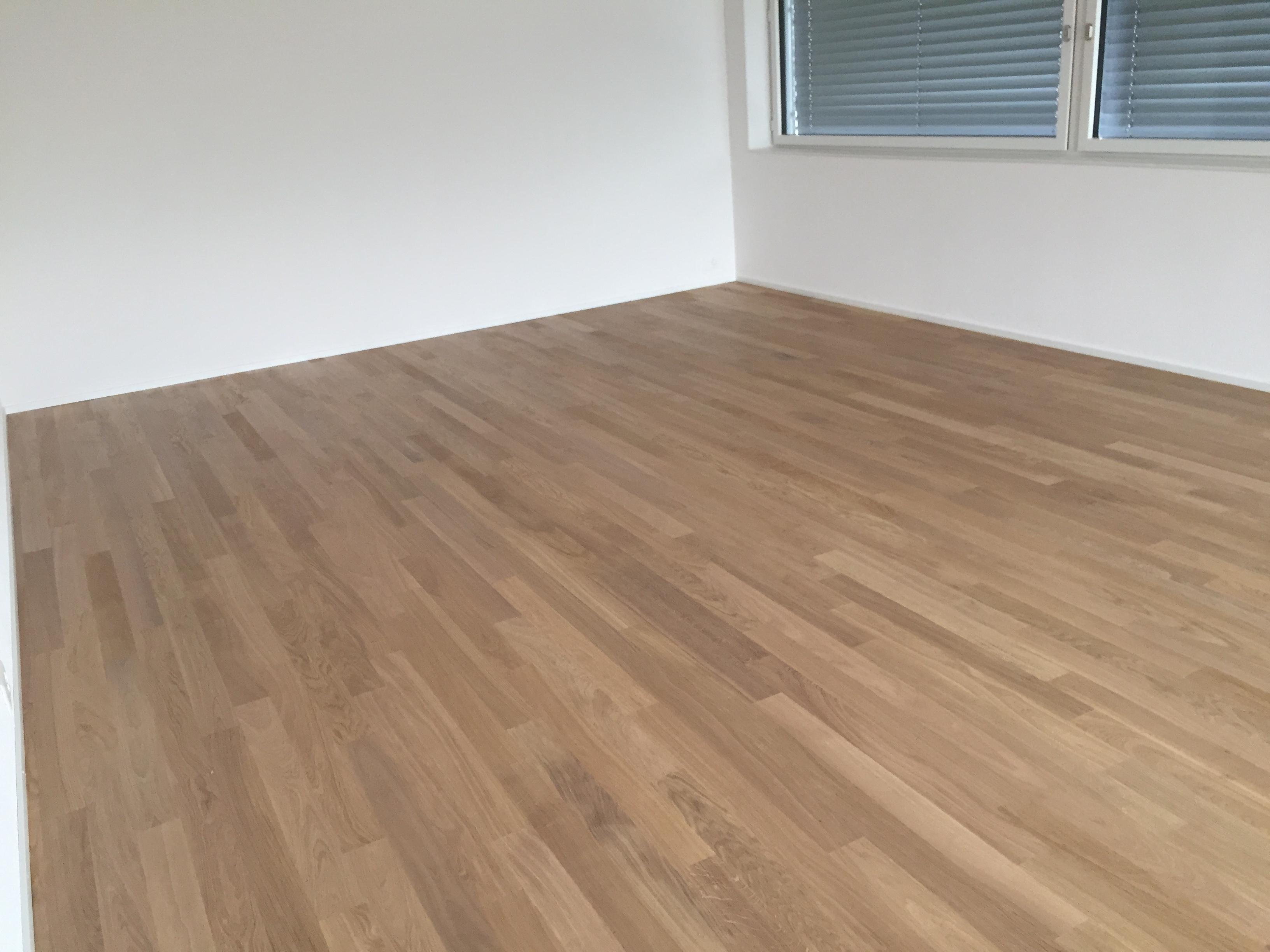 parkett eiche wei simple parkett eiche wei und grau von wohngesund with parkett eiche wei with. Black Bedroom Furniture Sets. Home Design Ideas