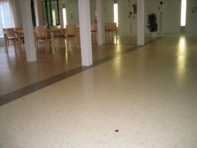 Linoleum in Korridor und Cafeteria Pflegeheim (2)