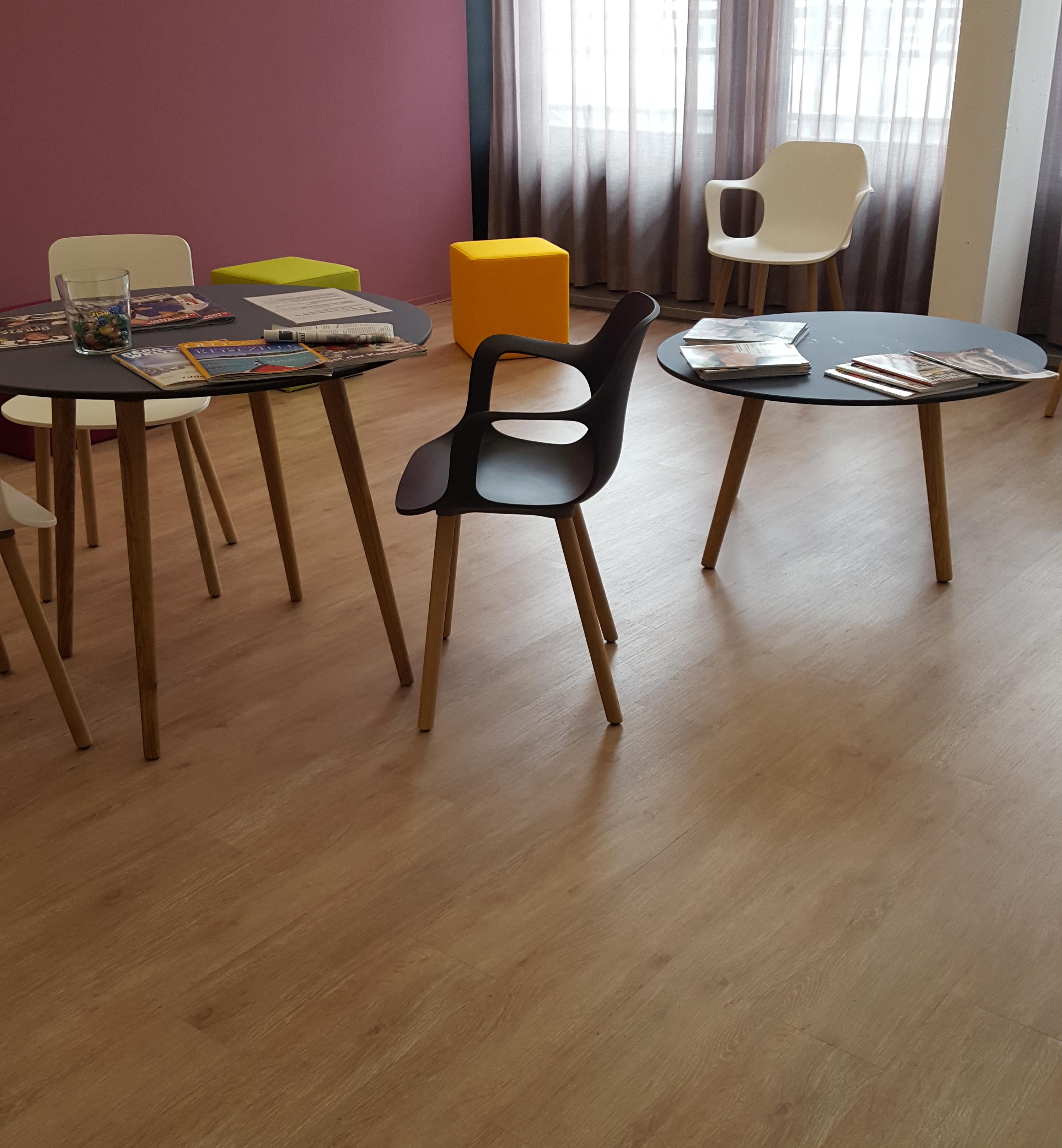 vinylboden qualitativ von unserem profi verlegen lassen allinfloor. Black Bedroom Furniture Sets. Home Design Ideas